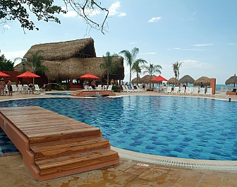Royal Decameron_bazén